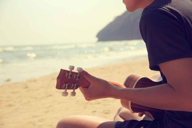 acoustic background beach guitarist